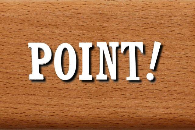木の板に書かれたPOINTの文字